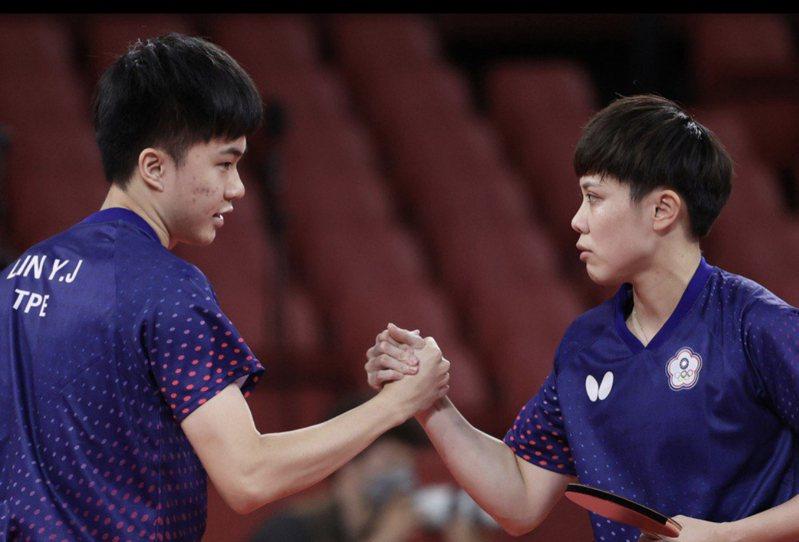 台灣桌球選手「黃金混雙」鄭怡靜和林昀儒。圖/中央社