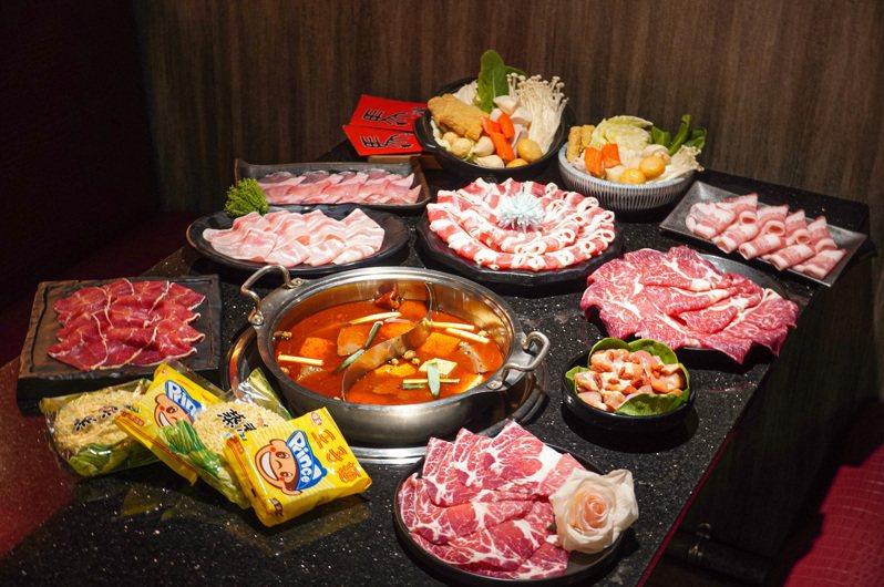 肉品總重達「1.2公斤」的「4人和牛暴肉餐」,每套999元。圖/馬辣提供