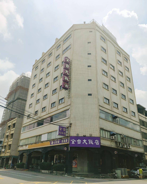彰化市知名的的全台大飯店,去年開業才滿30年,因承租的停車場被財團買走,又不敵疫...