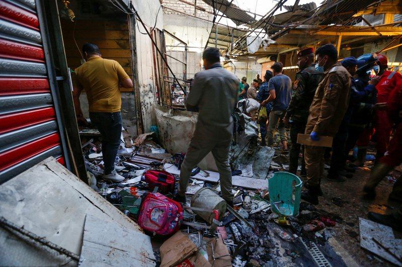 2014年IS進占敘利亞及伊拉克兩國期間,美國應伊拉克政府之請,駐軍當地,協助對抗恐怖組織至今。IS宣稱本月19日發生在巴格達薩達爾城區的自殺炸彈案是他們所為,圖為事故現場。路透