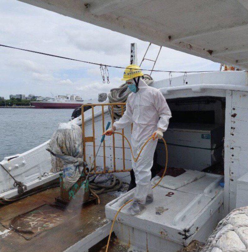 海巡署19日深夜在台南西安外海30浬處,查獲屏東籍祥安號漁船涉嫌走私外籍移工。本報資料照片