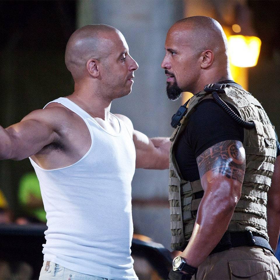 馮迪索(左)與巨石強森的衝突從戲裡演到戲外,引起各方矚目。圖/摘自imdb