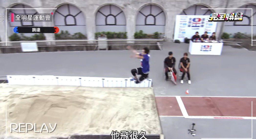 張庭瑚去年參加「全明星運動會」驚天一跳。圖/摘自youtube