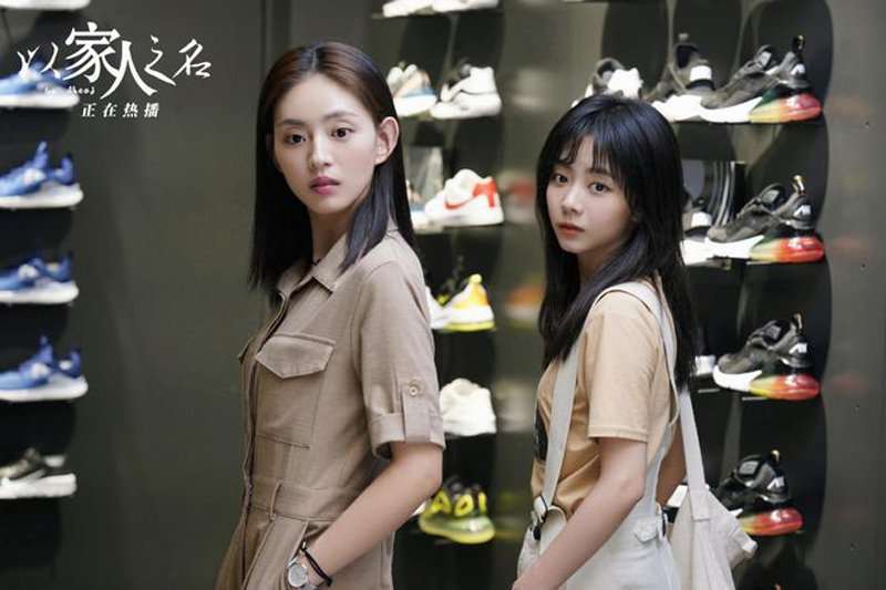 王薇(左)與譚松韻在「以家人之名」也是學姊妹關係。圖/LiTV、 華星百匯(北京...