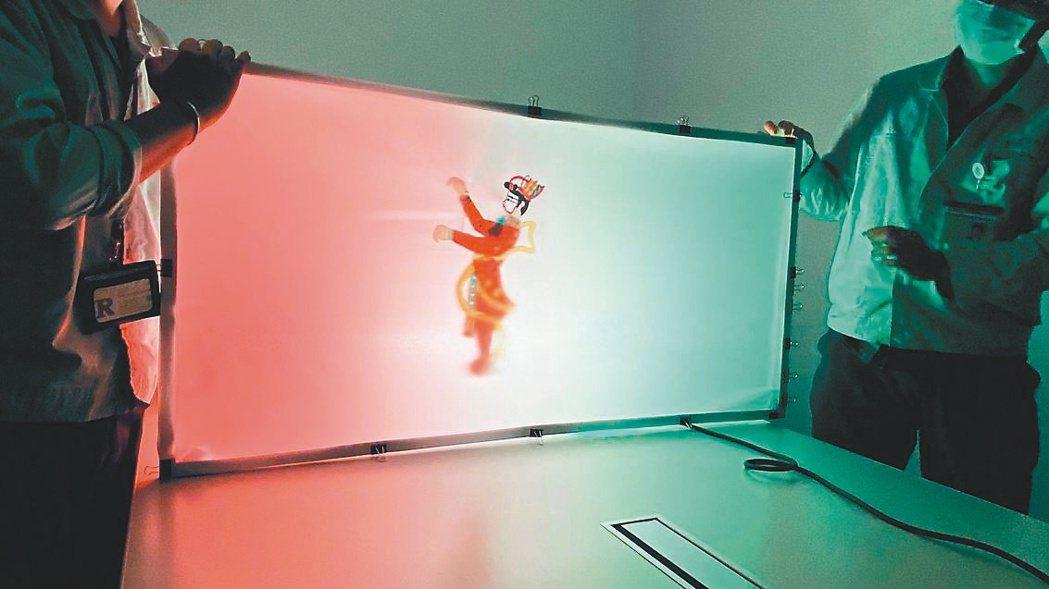 瑞儀光電與高史博共肩負社會責任,在幕後發光為皮影戲點光。 瑞儀/提供