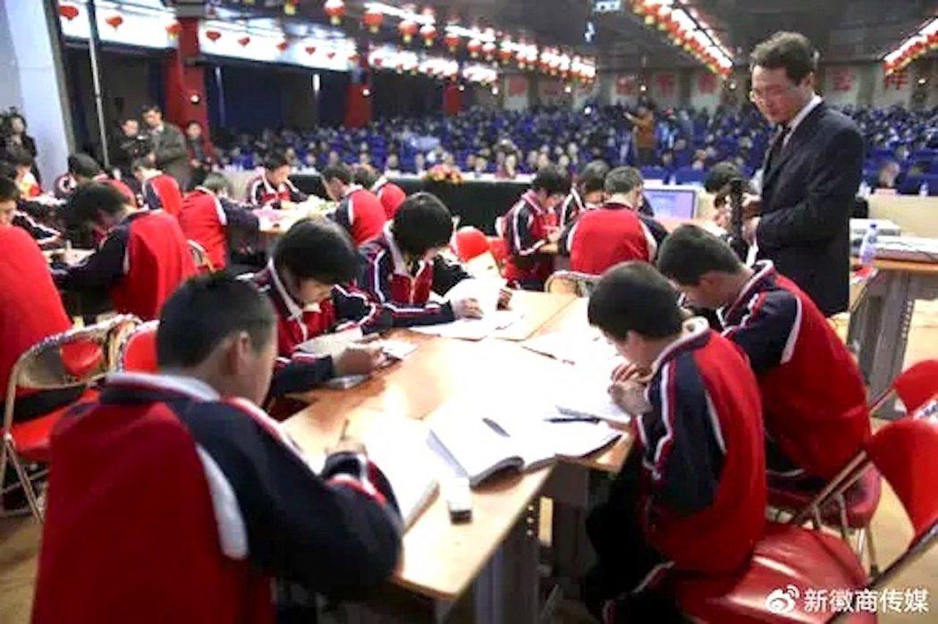 大陸頒布「雙減」政策,對校外培訓機構祭出多項嚴格監管。照片/新徽商傳媒
