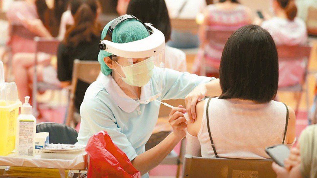 高端疫苗開發的新冠疫苗已納入公費疫苗接種作業計畫。(本報系資料庫)