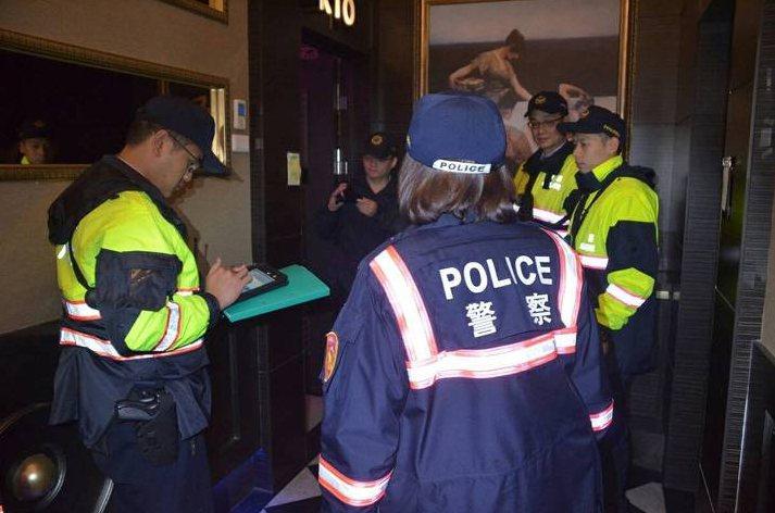 在通姦除罪化前,常會上演徵信社與警察破門而入抓姦的場景。 圖為示意圖。圖/聯合報資料照片
