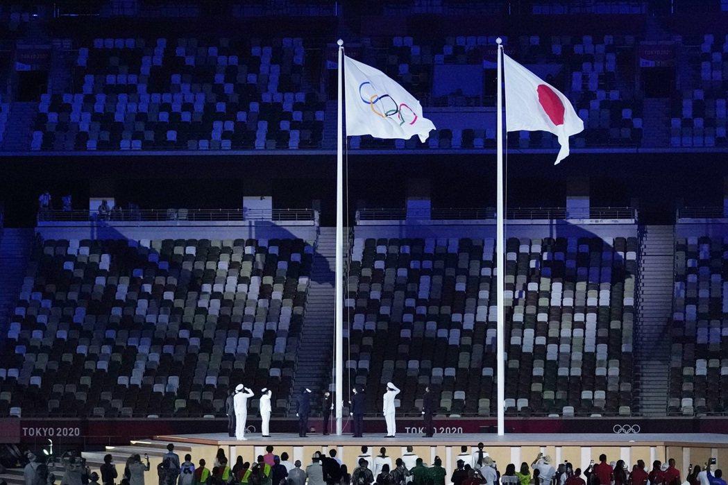 東京奧運開幕式,奧運會旗升起。 圖/美聯社