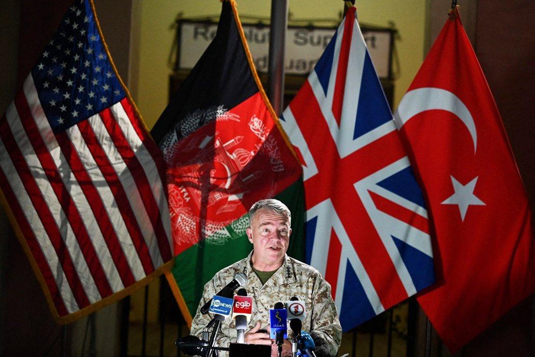 麥肯錫上將也代表五角大廈再一次地重申:「美國將擴大空襲支援,全力粉碎塔利班的攻勢...