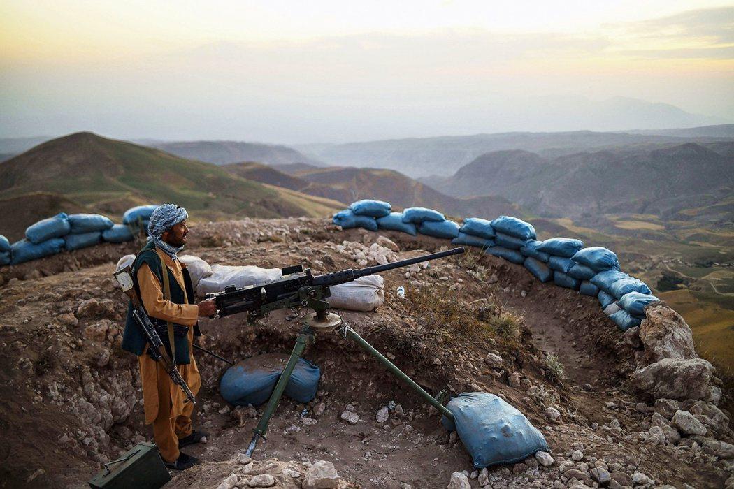 一名阿富汗民兵。 圖/法新社