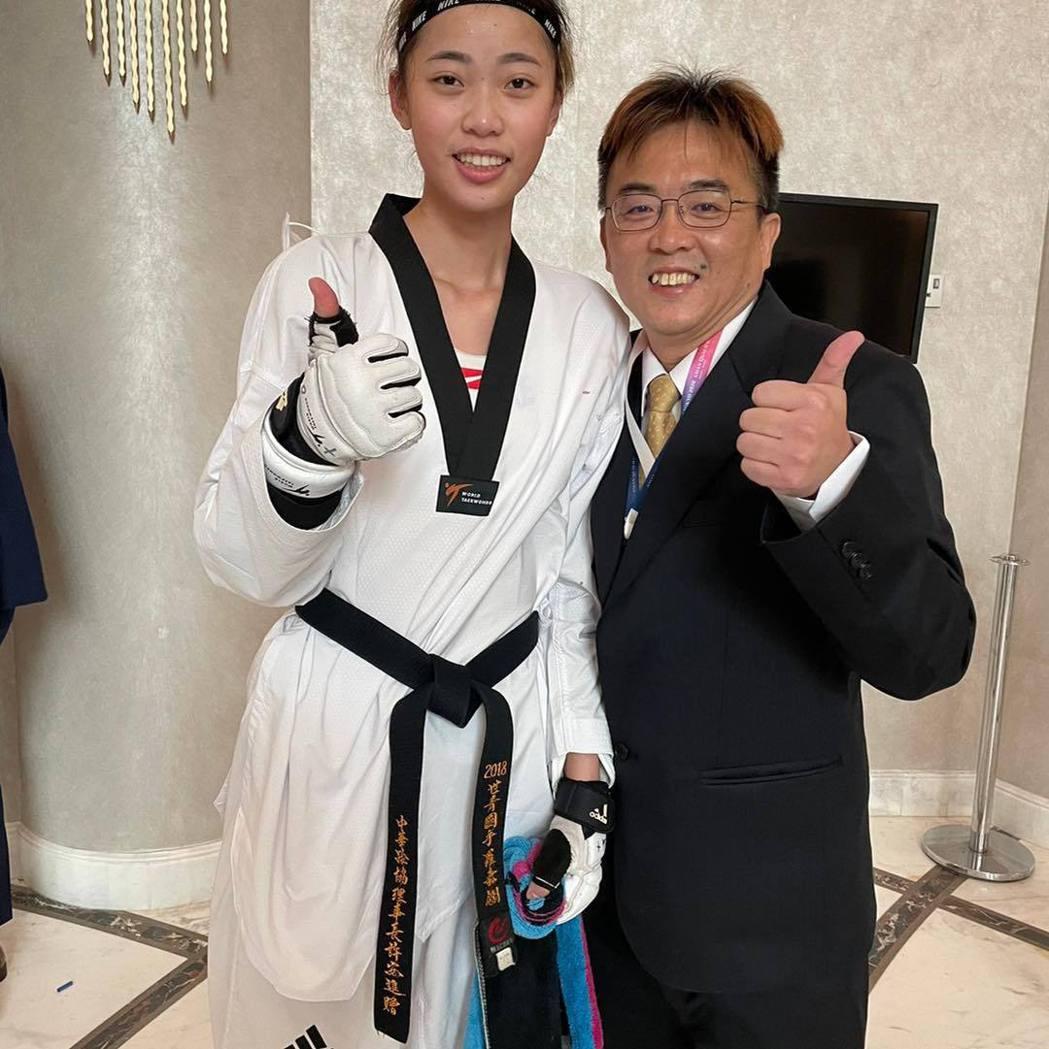 羅嘉翎與教練劉聰達。 圖/擷自黃雨欣臉書