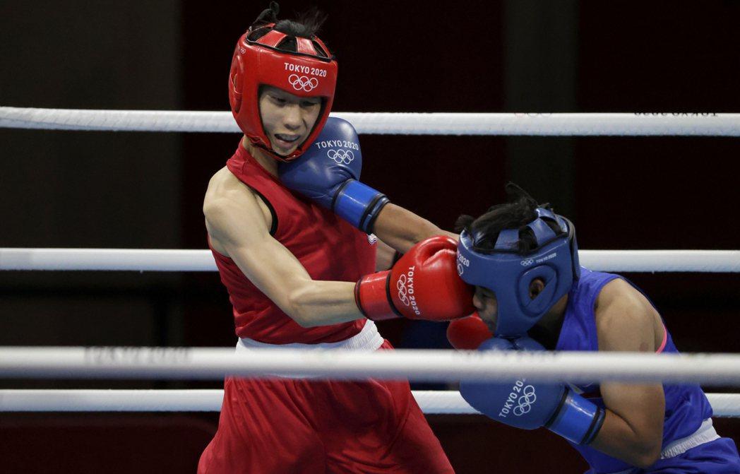 拳擊女將林郁婷(左)首戰爆冷輸給菲律賓對手,首征奧運止步16強。 路透