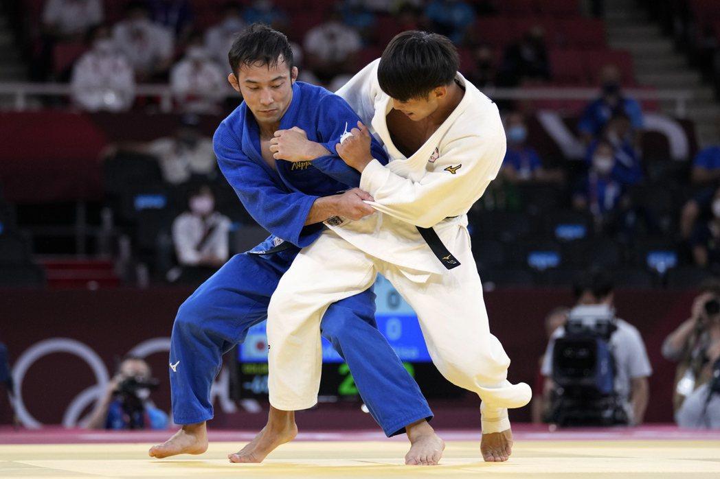 楊勇緯(右)拿下銀牌,舉國歡騰。圖/東森新聞提供