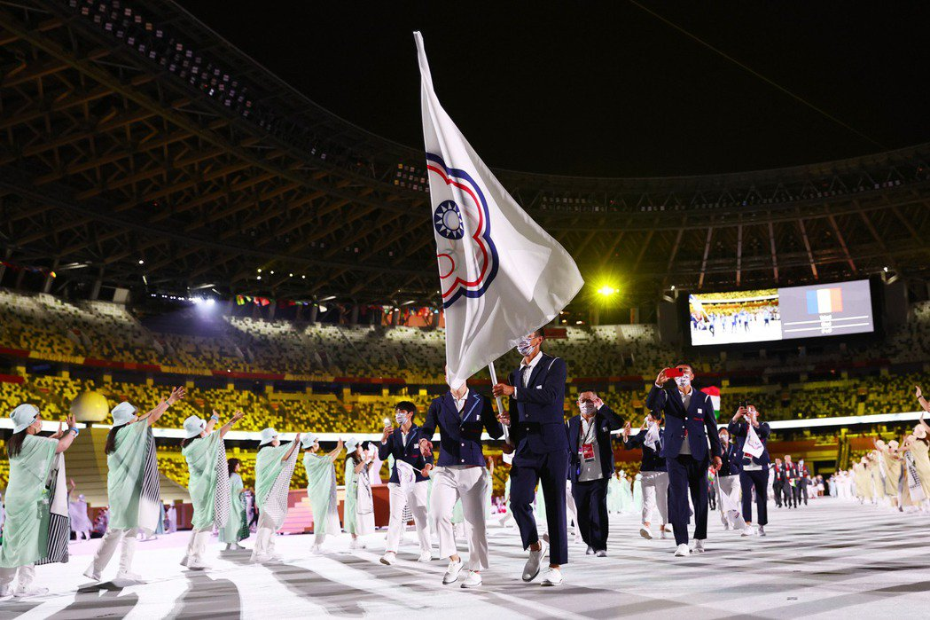 期盼台灣體育不但能以永續發展為首要目標,也能持續反思正名的可能與想像。圖為東奧開幕式台灣代表隊進場。 圖/路透社