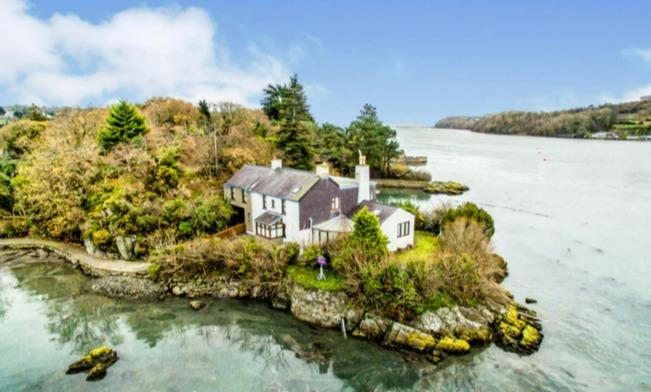 英國小島獨棟古宅建於1700年代。圖/取自purplebricks