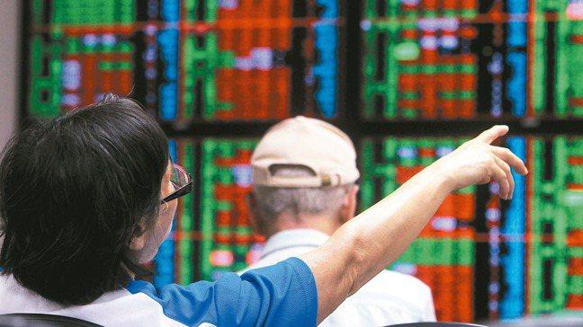 理性的投資人在悲觀時思考機會,在樂觀時反而更應該謹慎。 本報資料照片
