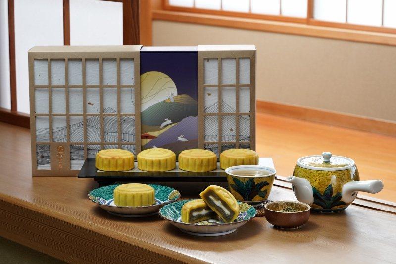 日勝生加賀屋的月餅使用源自日本的桃山餅皮,以白豆沙和蛋黃調配而成,帶有和菓子細膩...