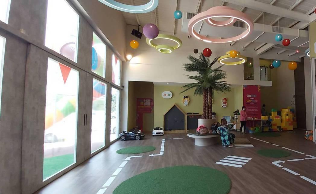 騎士堡跨足建置大型社區兒童遊戲室長達10多年,從社區公設到接待中心都有與國內指標...