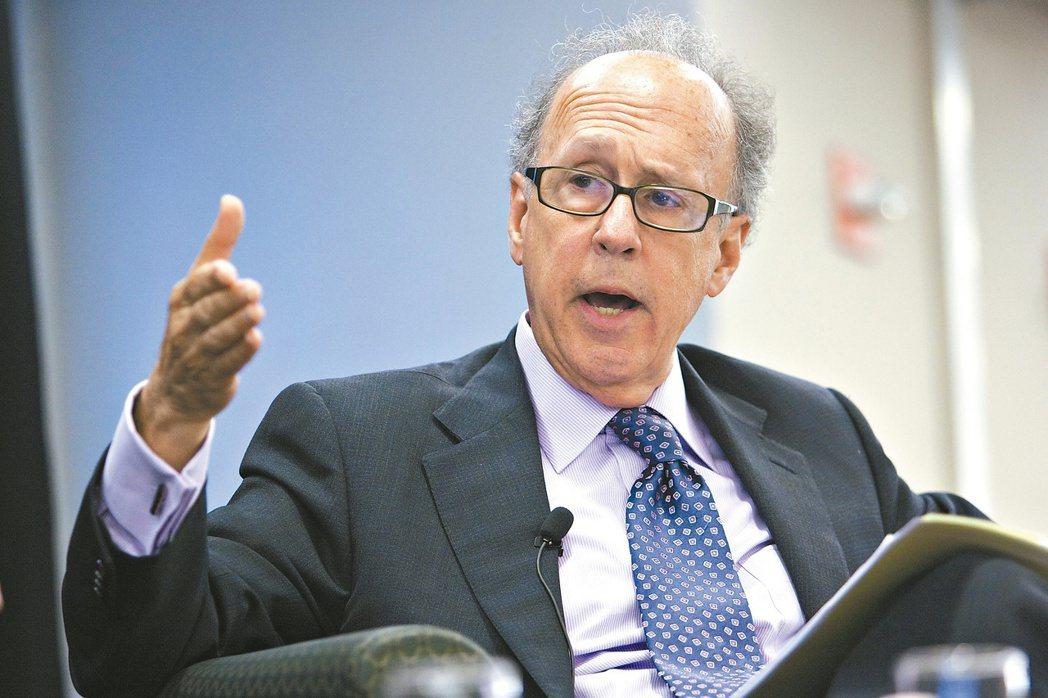 知名經濟學家羅奇(Stephen Roach)警告,北京打擊在美中概股,是冷戰的...