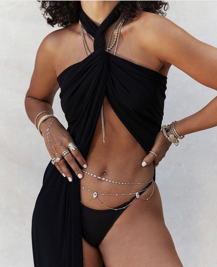 洛杉磯手工珠寶品牌Jacquie Aiche的作品以性感的body jewelr...
