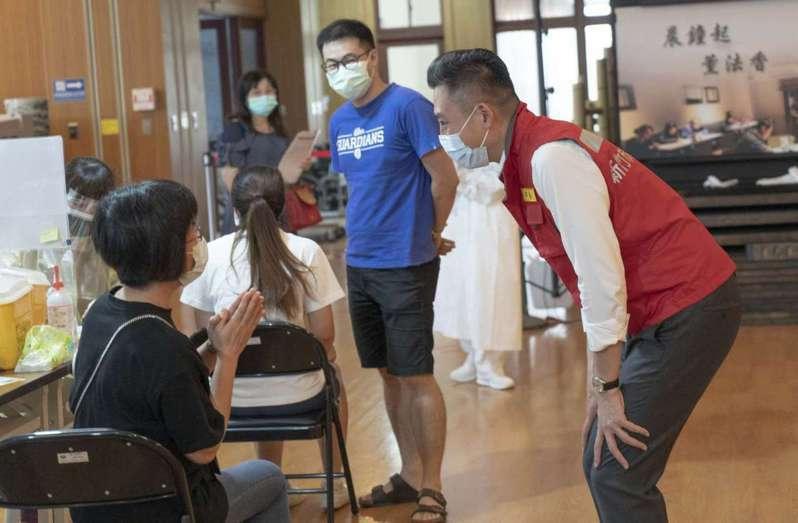 林智堅先前訪視疫苗施打站。資料照/新竹市政府提供