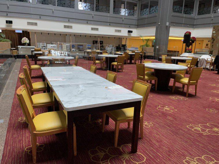 嘉市唯一五星級的耐斯王子大飯店,7樓萬國百匯自助餐聽最快周五對外開放,已做好隔板...