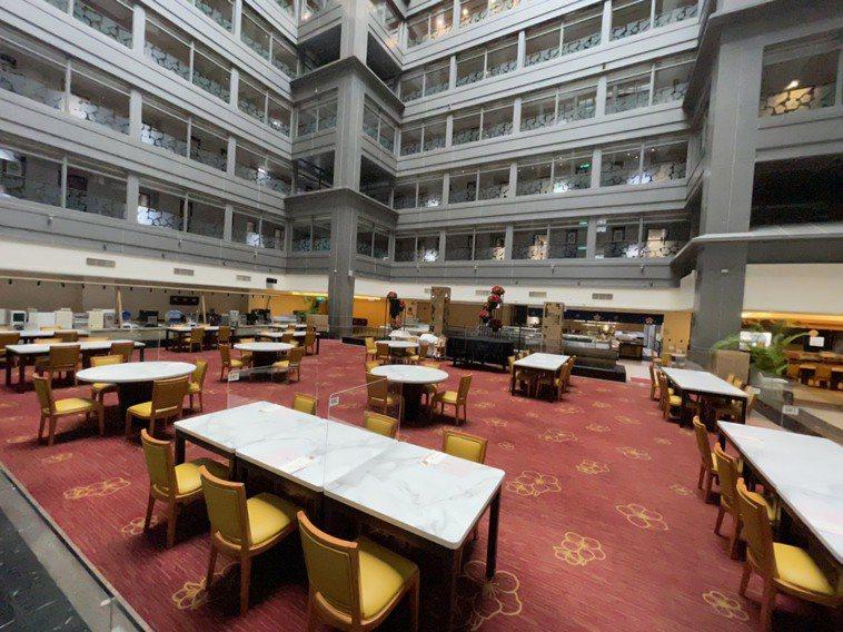 嘉市唯一五星級的耐斯王子大飯店,房客早餐仍提供餐盒,可選擇在房內享用,或到7樓萬...