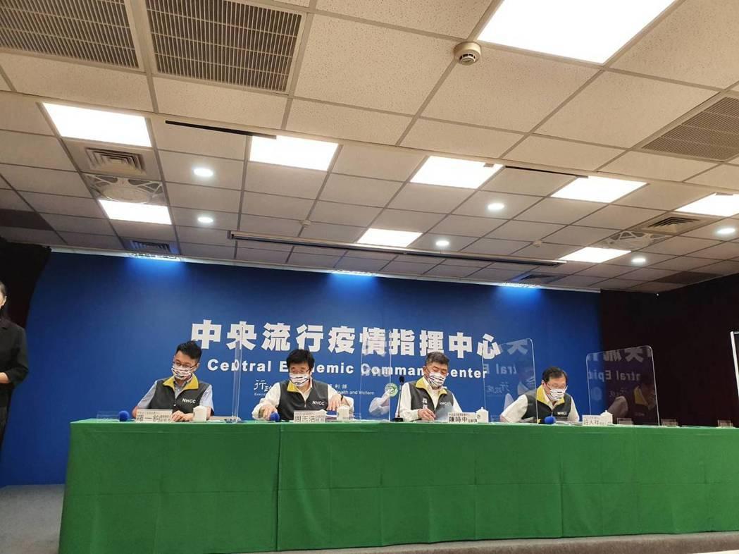 中央流行疫情指揮中心7月26日14時記者會出席名單,由左到右中央流行疫情指揮中心...