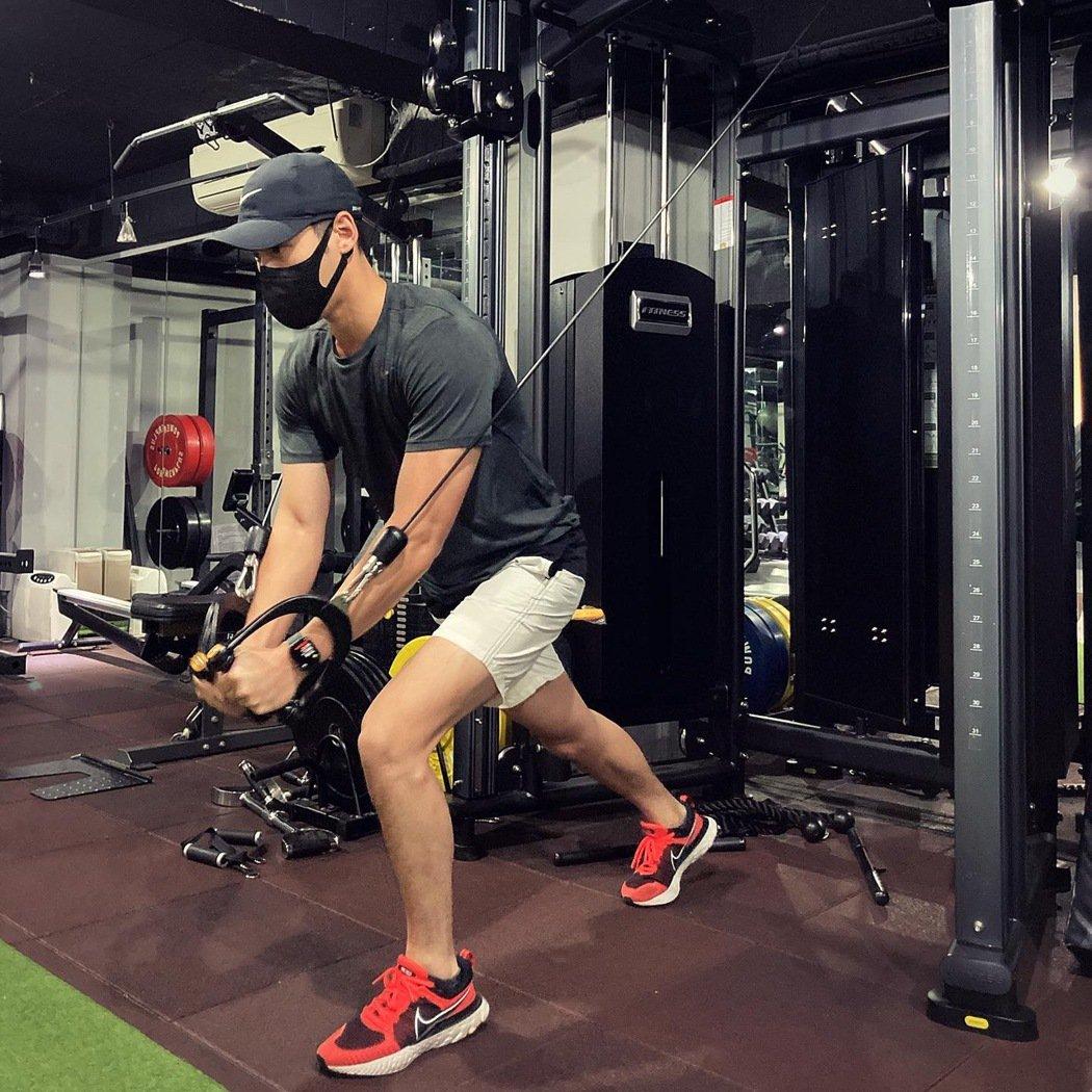 周予天在降級後到健身房進行一對一的訓練。圖/星空飛騰提供
