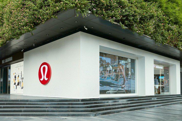 嶄新的勤美誠品綠園道店是Lululemon來台的第四家門市,佔地約57坪,也是品...