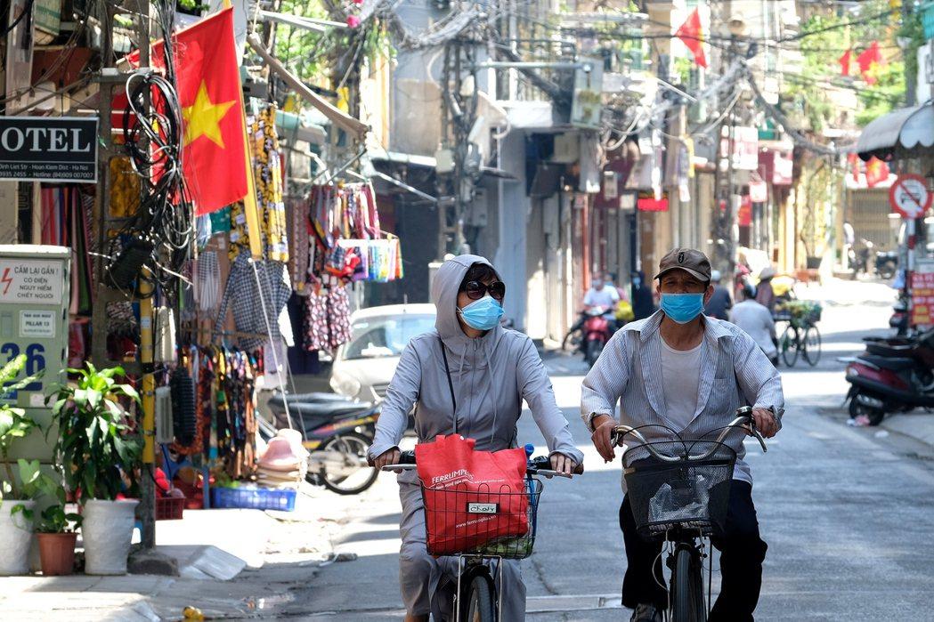 新冠疫情近日在越南爆發,已迫使包括商業重鎮胡志明市、首都河內等地區宣布封城。歐新...