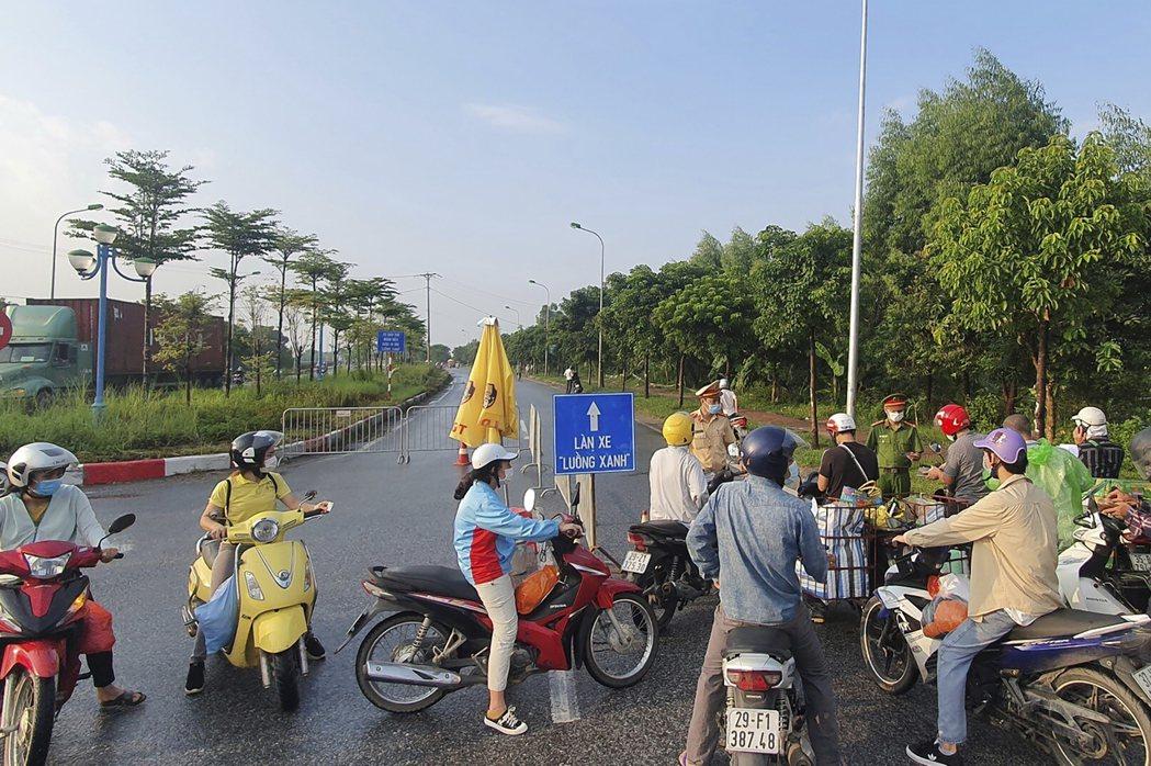 越南為因應嚴峻的疫情,所實施的封鎖措施。美聯社