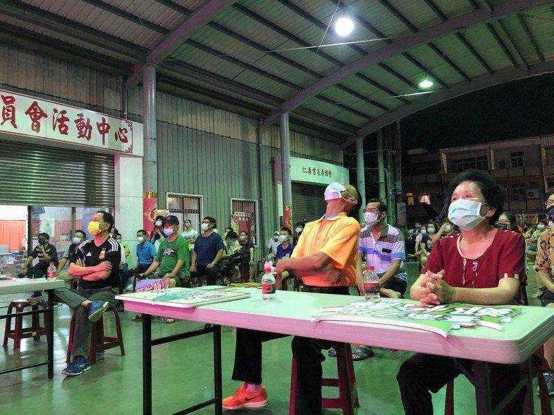 奧運桌球混雙首度奪銅,鄭怡靜台南老家歡聲雷動,父親鄭博文(右二)等家人一同加油。記者周宗禎/攝影