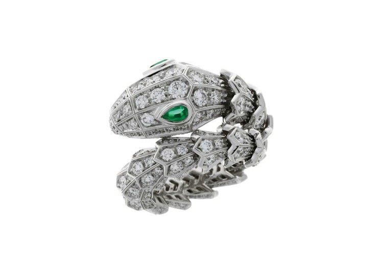 BVLGARI Serpenti系列頂級祖母綠與鑽石戒指,134萬2,000元。...
