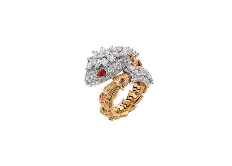 BVLGARI Serpenti系列鑽石與紅寶石戒指 ,220萬元。圖/寶格麗提...