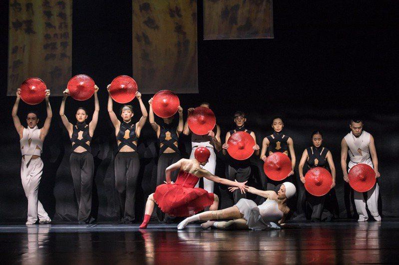 由台灣、瑞士團隊合作的全新作品「愛麗絲」,8月1日下午在台中國家歌劇院臉書、YouTube平台線上直播。圖/Gregory Batardon攝影、台中國家歌劇院提供