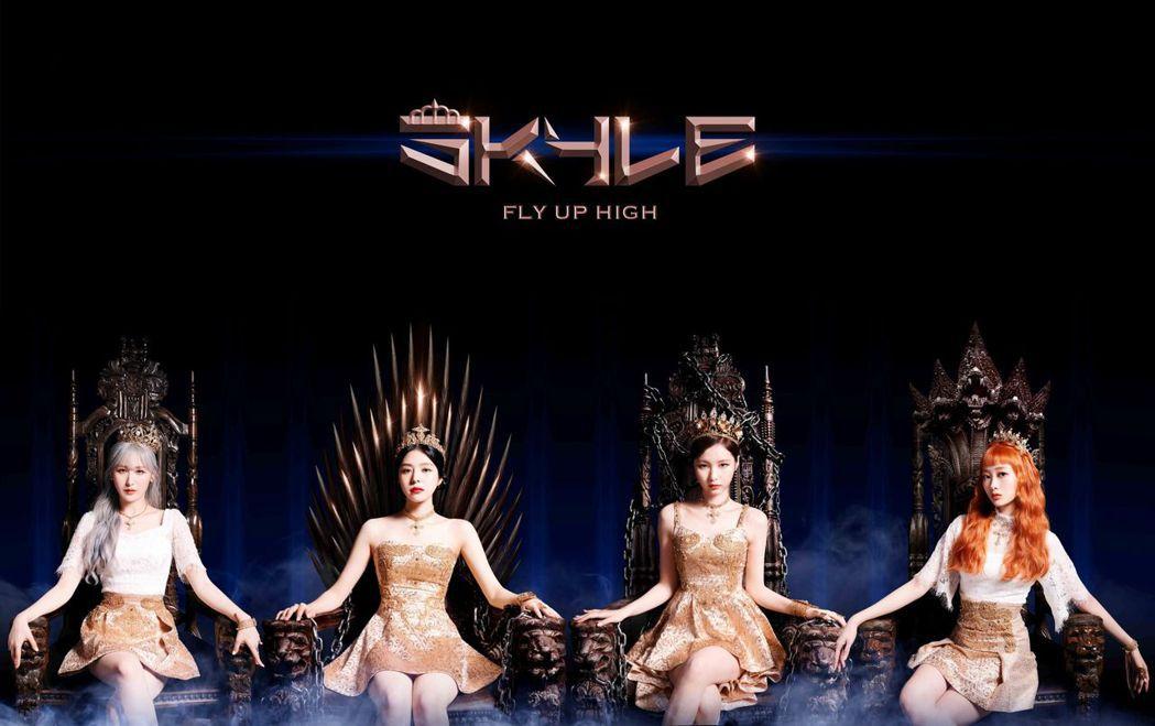 SKYLE以女王造型出道。圖/臻鑫娛樂文化工作室提供
