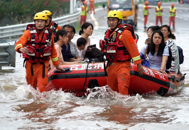 河南官方統計,此輪洪災河南累計轉移安置近一百五十萬人,直接經濟損失逾七百一十五億元人民幣。      新華社