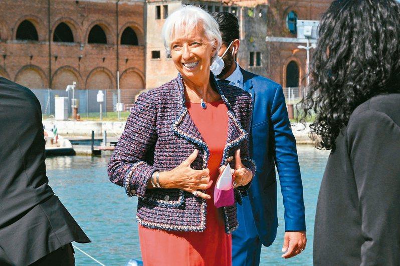 在克里斯蒂娜拉加德身上,常見的時裝品牌就是:香奈兒與愛馬仕。(路透)