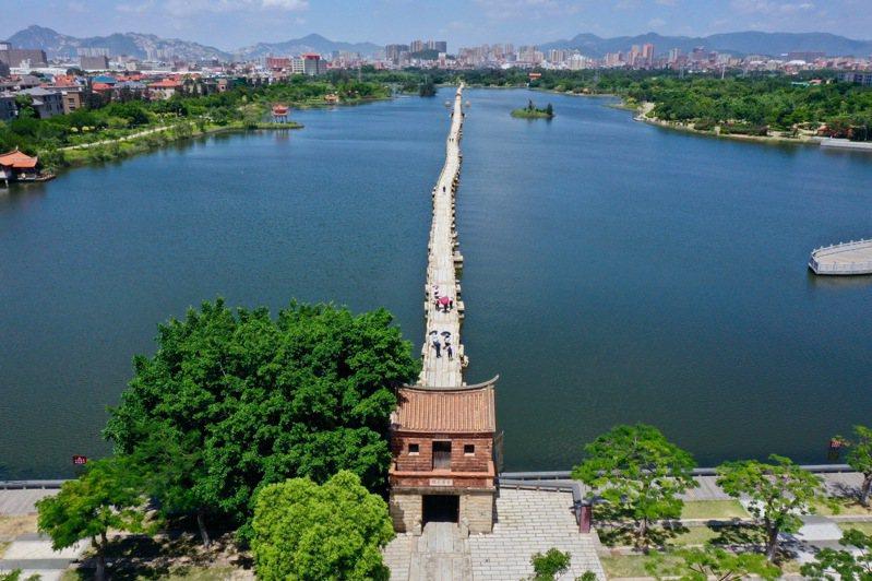 泉州申遺成功,圖為泉州晉江安海鎮的安平橋。(新華社)