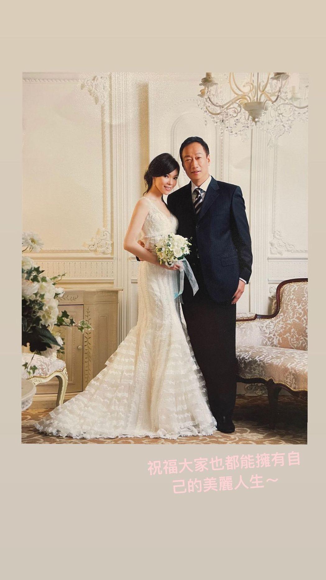 曾馨瑩與郭台銘慶祝結婚13周年紀念日,分享當出拍的婚紗照。 圖/擷自曾馨瑩IG