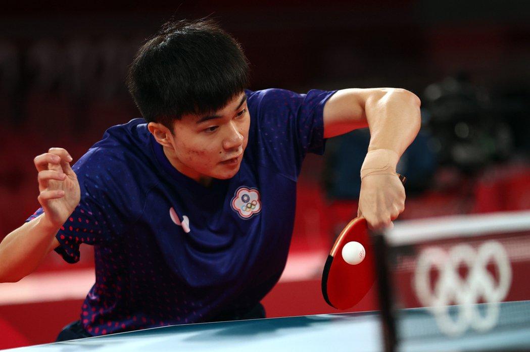桌球新星林昀儒今天開始男子單打賽程,首戰花了41分鐘以4:1輕騎過關,晉級16強