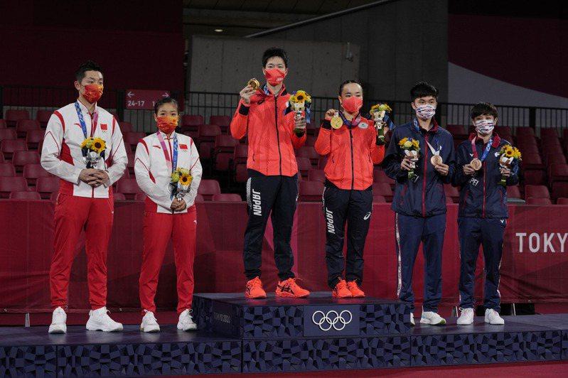 東奧桌球混雙由日本選手水谷隼和伊藤美誠奪下金牌,粉碎了中國自2012年起便連莊金牌的歷史記錄。美聯社