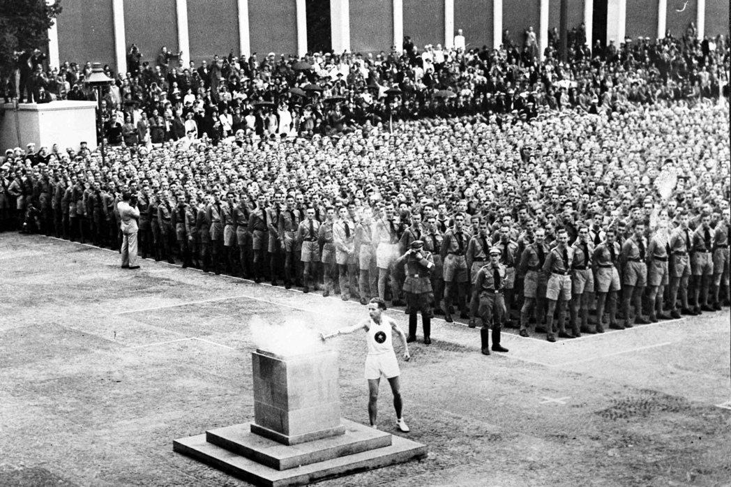 圖為1936年柏林奧運點燃聖火儀式。 圖/美聯社