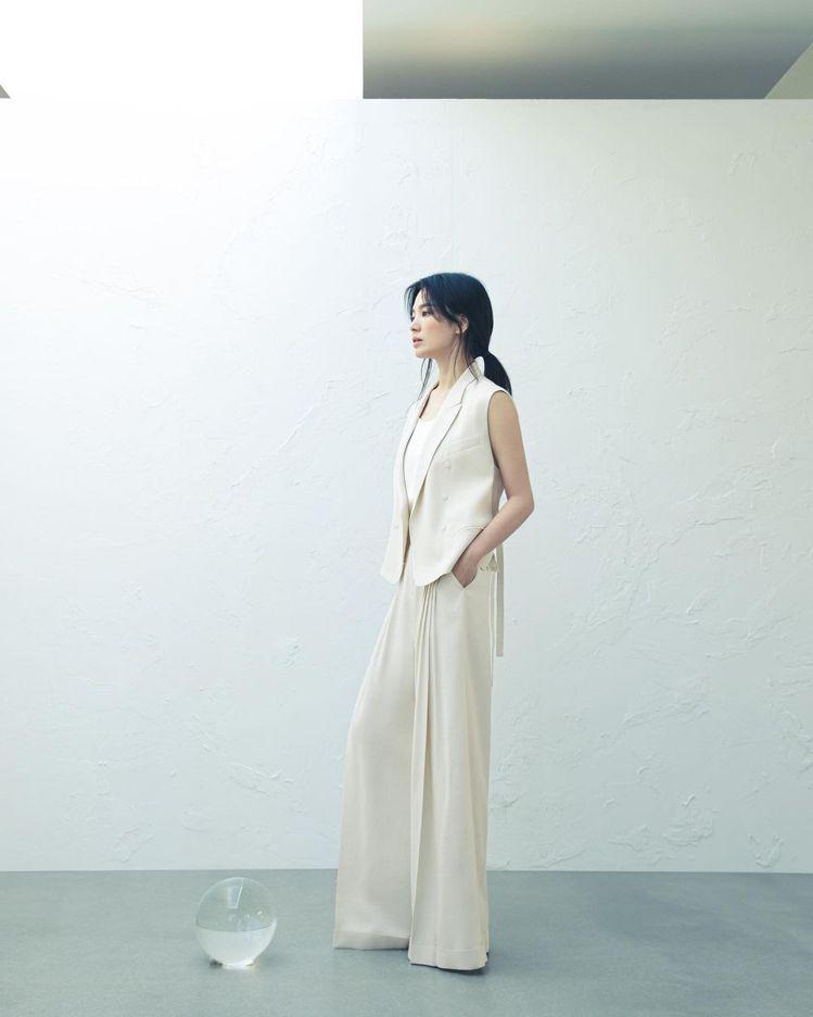 宋慧喬身穿MICHAA早秋系列,呼應她在新劇中的人設。圖/取自IG