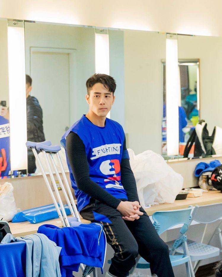 胡宇威去年12月自主訓練受傷造成右腳踝骨折,小腿和大腿肌肉因此萎縮,之後還得坐著...
