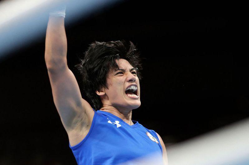 台灣「拳擊女王」陳念琴16強面對義大利選手卡里尼(Angela Carini),激戰後以3:2險勝,晉級八強。 法新社