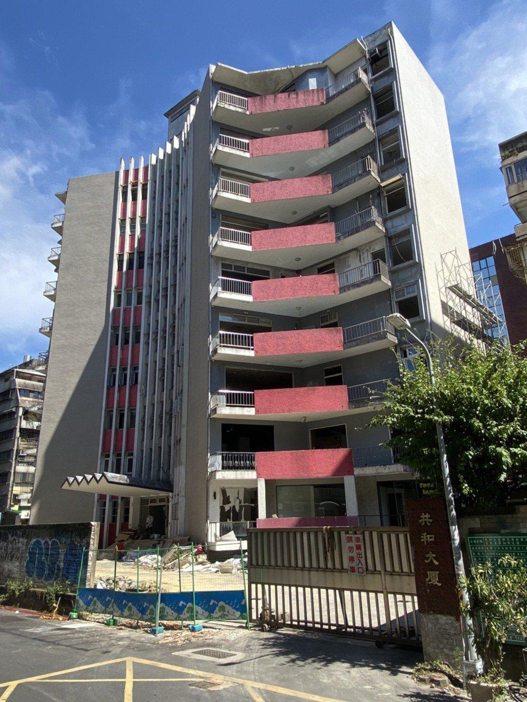 大陸建設整合多年的「共和大廈案」,預計打造地上20層地標豪宅,每坪開價突破200...