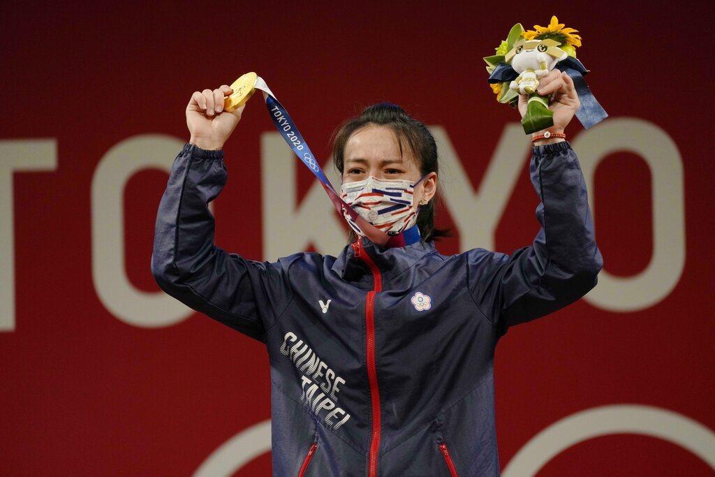 「舉重女神」郭婞淳今天在東京奧運舉重女子59公斤級賽事,不僅幫助我國舉重隊連續4